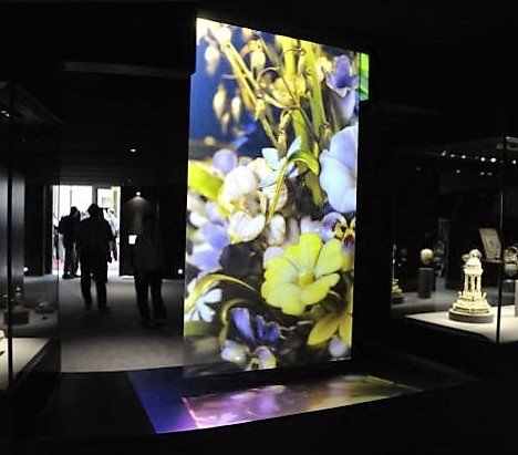 holographic screen museum.JPG