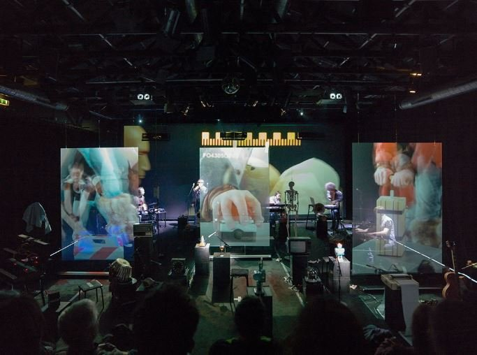 holographic projection screens band